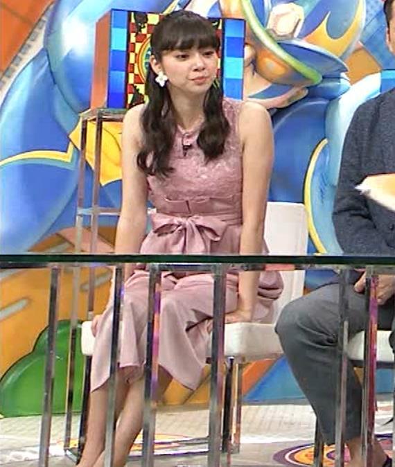 新川優愛 ノースリーブで乳が強調されたワンピースキャプ・エロ画像8