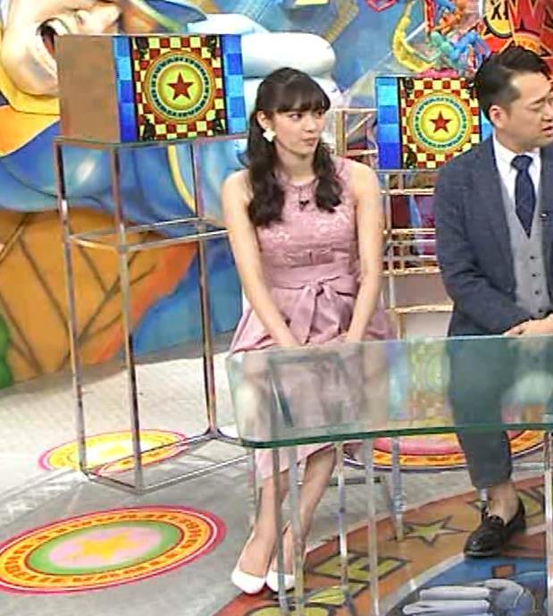 新川優愛 ノースリーブで乳が強調されたワンピースキャプ・エロ画像9