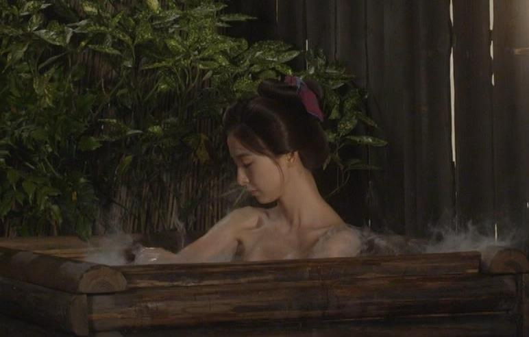 篠田麻里子 「水戸黄門」での入浴シーンキター!!キャプ・エロ画像3