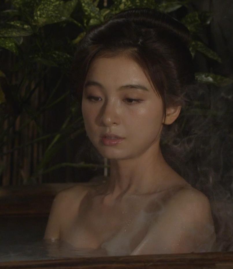 篠田麻里子 「水戸黄門」での入浴シーンキター!!キャプ・エロ画像4