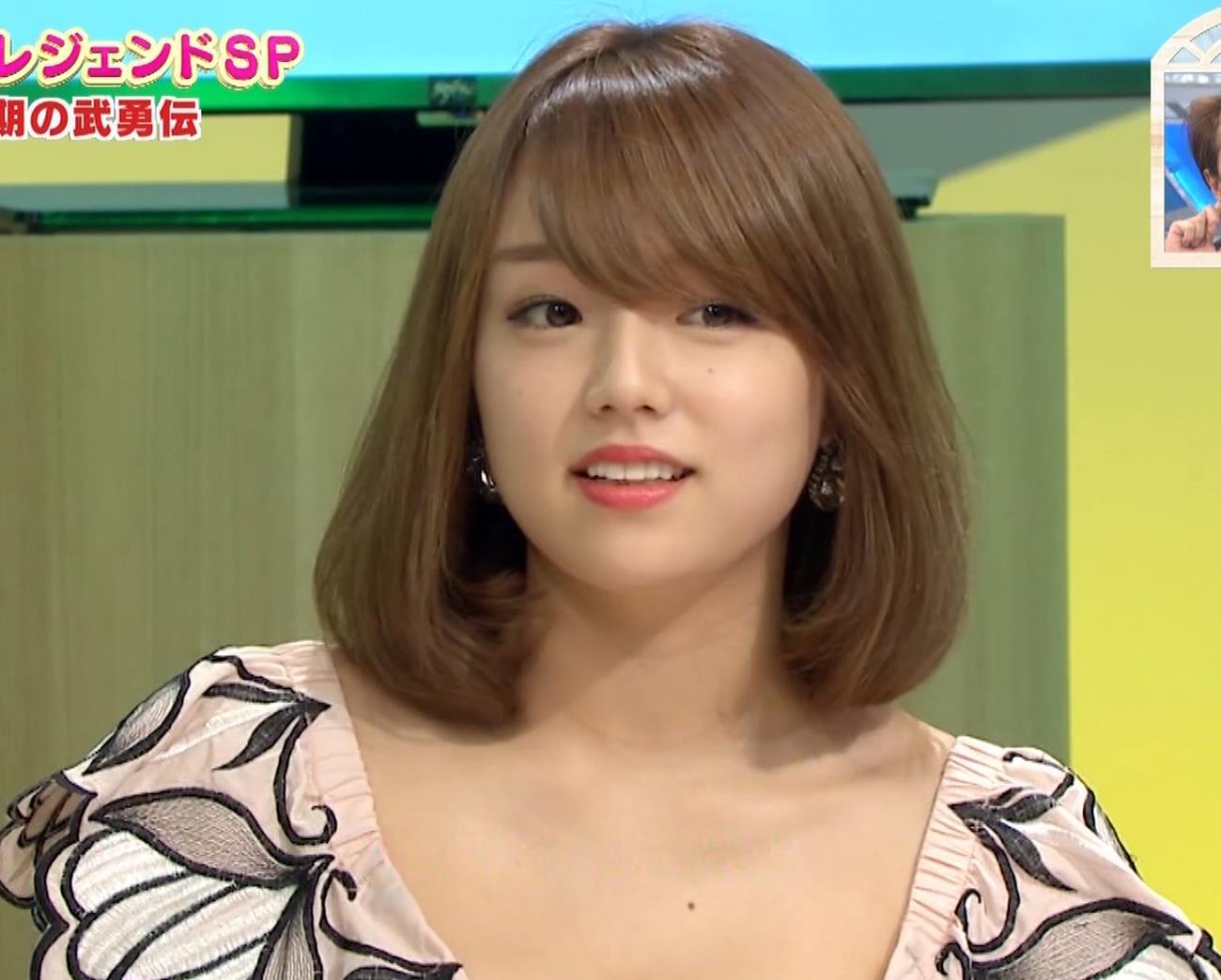 篠崎愛 韓国のテレビに出演するときのほうがおっぱい出しているみたい 「ナカイの窓」よりキャプ・エロ画像11
