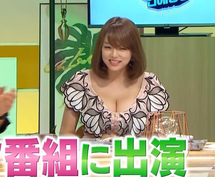 篠崎愛 韓国のテレビに出演するときのほうがおっぱい出しているみたい 「ナカイの窓」よりキャプ・エロ画像12