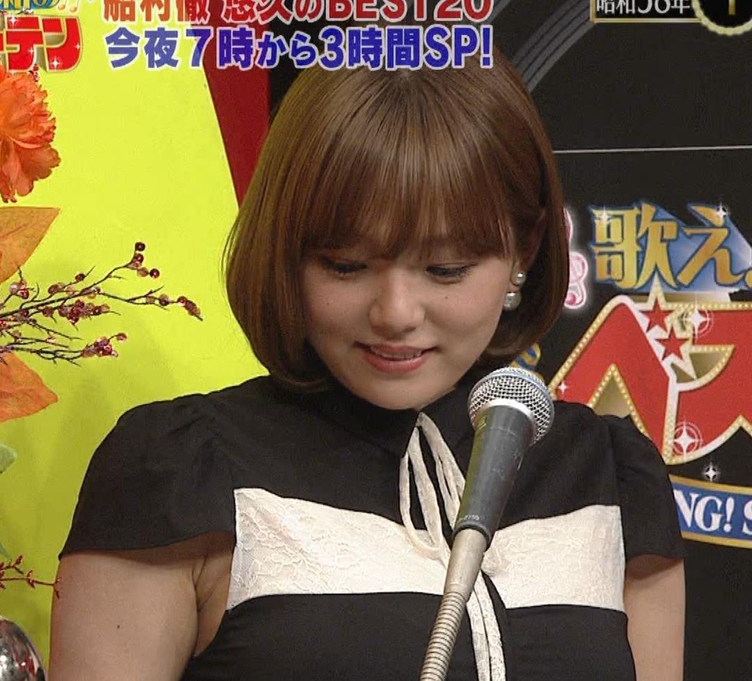 篠崎愛 着衣おっぱい&ワキ肉がエロいキャプ・エロ画像