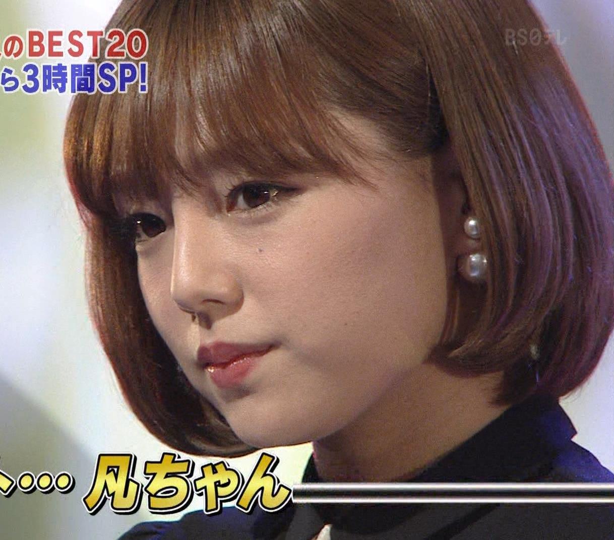 篠崎愛 着衣おっぱい&ワキ肉がエロいキャプ・エロ画像14