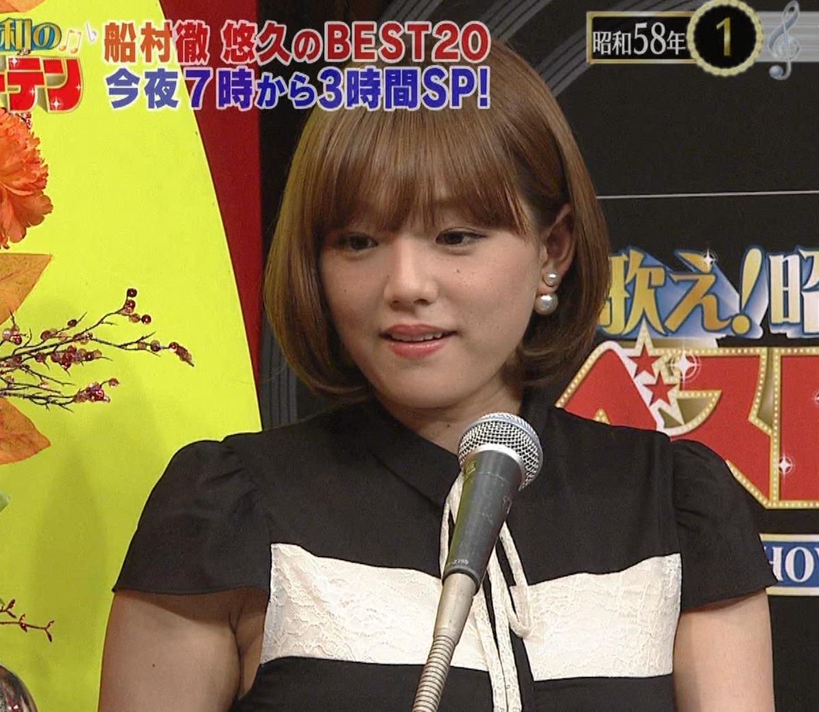 篠崎愛 着衣おっぱい&ワキ肉がエロいキャプ・エロ画像15
