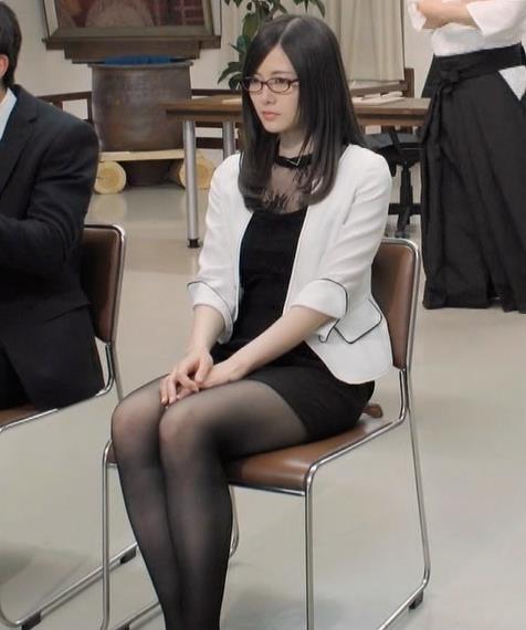 白石麻衣 エロ過ぎる黒ストッキングキャプ・エロ画像12