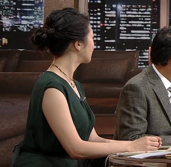 副島萌生アナ 立派な横乳キャプ・エロ画像3