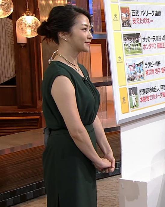 副島萌生アナ 立派な横乳キャプ・エロ画像6