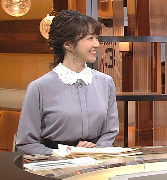 副島萌生アナ ゆったりめな服でも胸のデカさがわかるキャプ・エロ画像