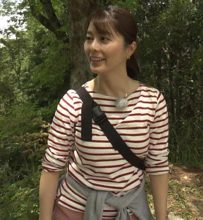 アナ ロングTシャツでパイスラキャプ・エロ画像2