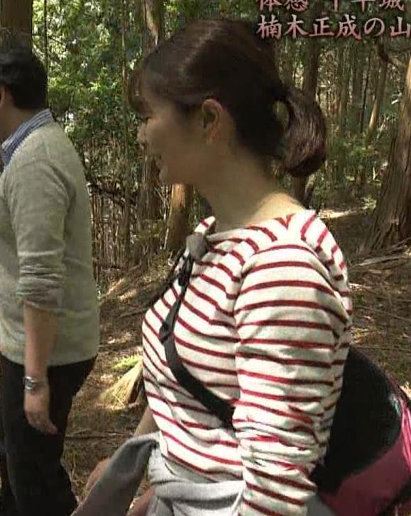 アナ ロングTシャツでパイスラキャプ・エロ画像5
