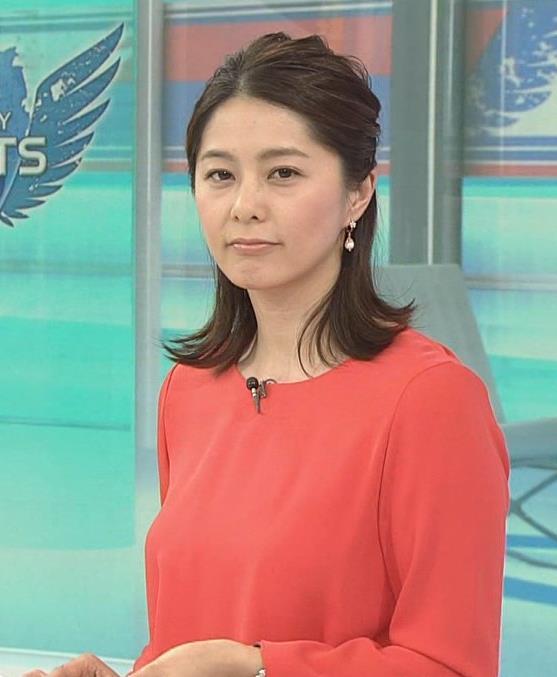 杉浦友紀アナ サンデースポーツおっぱいキャプ・エロ画像2