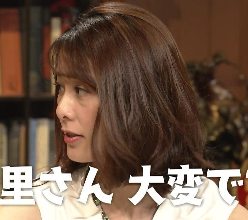 杉浦友紀アナ 腕がムチムチでたまらないキャプ・エロ画像2