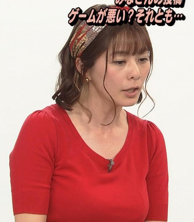 アナ Tシャツで巨乳がエロ過ぎキャプ・エロ画像11