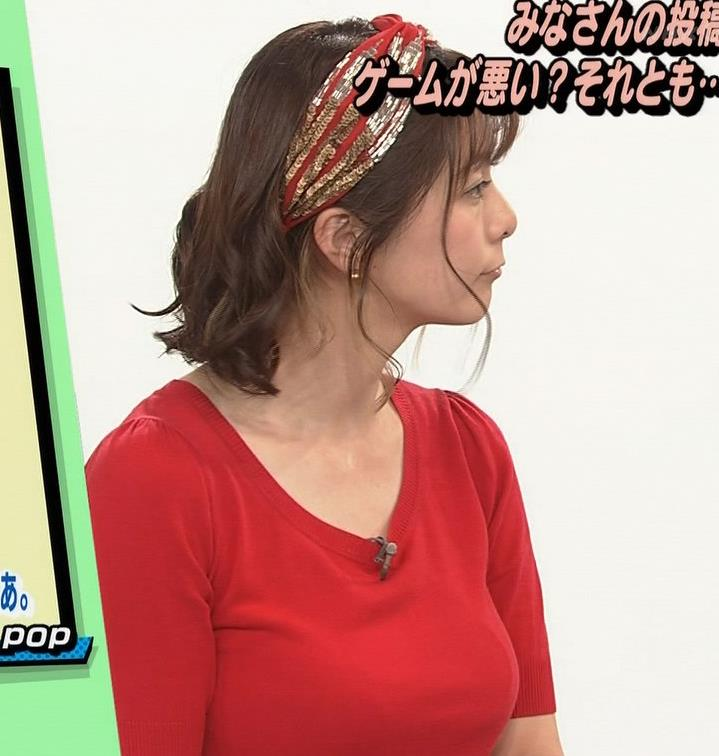 アナ Tシャツで巨乳がエロ過ぎキャプ・エロ画像13