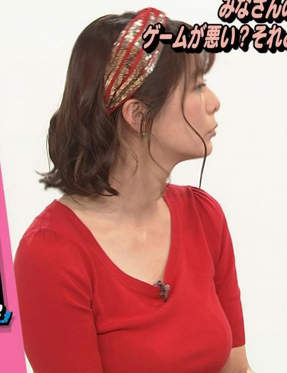 アナ Tシャツで巨乳がエロ過ぎキャプ・エロ画像3