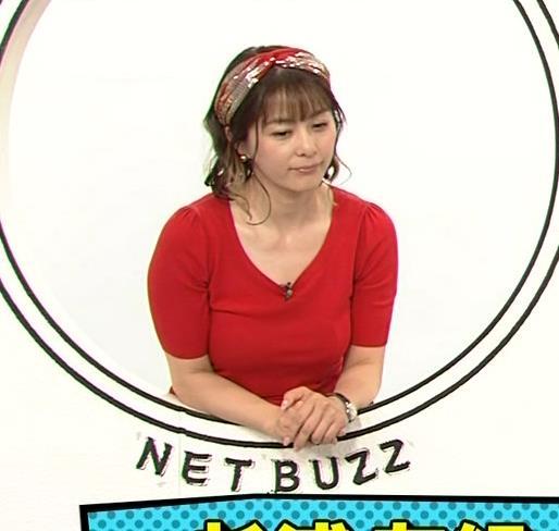 アナ Tシャツで巨乳がエロ過ぎキャプ・エロ画像5