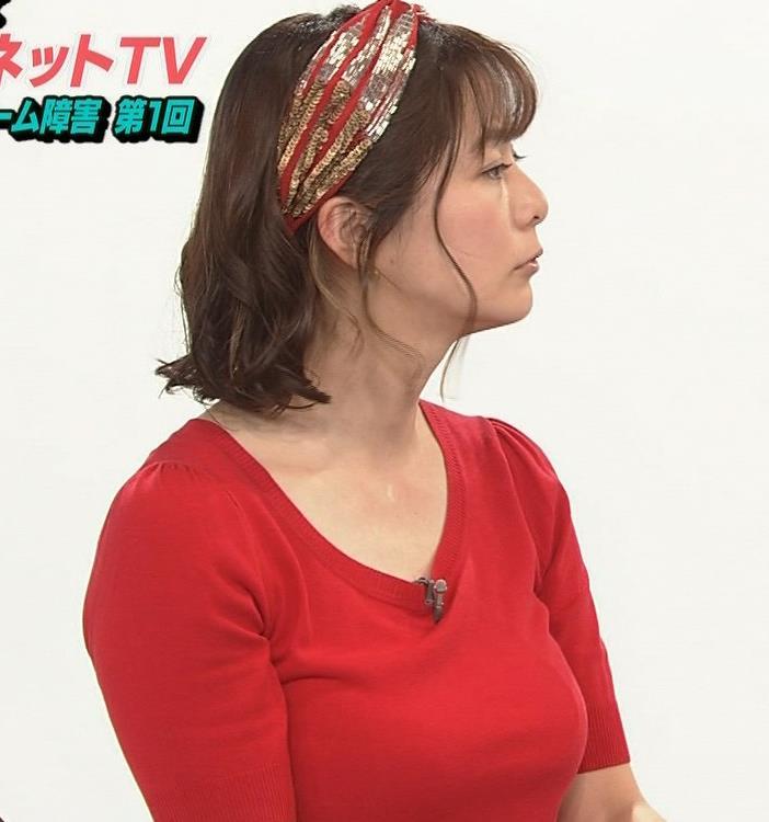 アナ Tシャツで巨乳がエロ過ぎキャプ・エロ画像10
