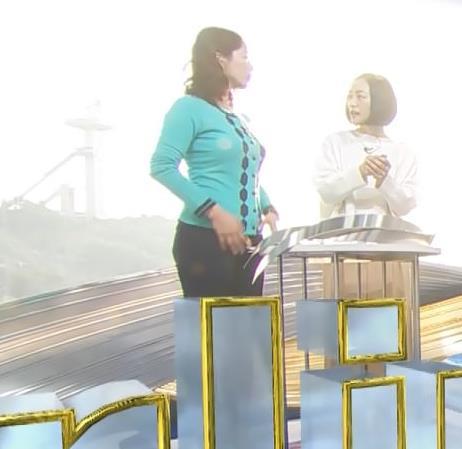 杉浦友紀アナ 平昌でもお胸がパンパンキャプ・エロ画像3
