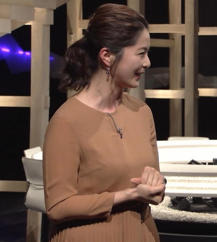 杉浦友紀アナ むぎゅうっとおっぱいをつぶし続けるGIF動画キャプ・エロ画像4