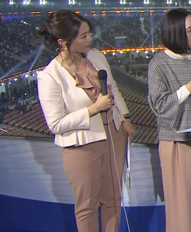 杉浦友紀アナ 下半身もムチムチのパンツスタイルキャプ・エロ画像