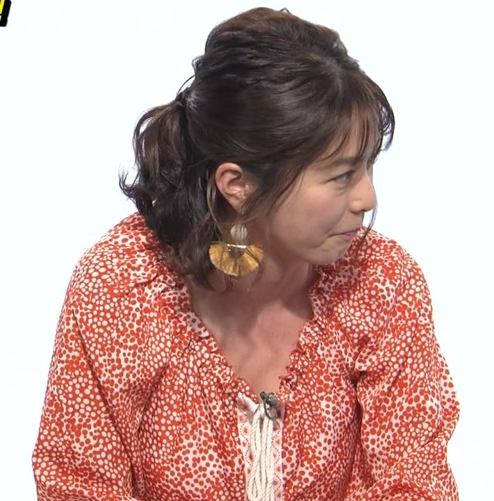 杉浦友紀アナ 胸の谷間チラキターーーー!!!GIFありキャプ・エロ画像
