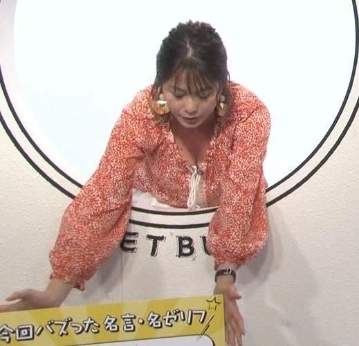 杉浦友紀アナ 胸の谷間チラキターーーー!!!GIFありキャプ・エロ画像2