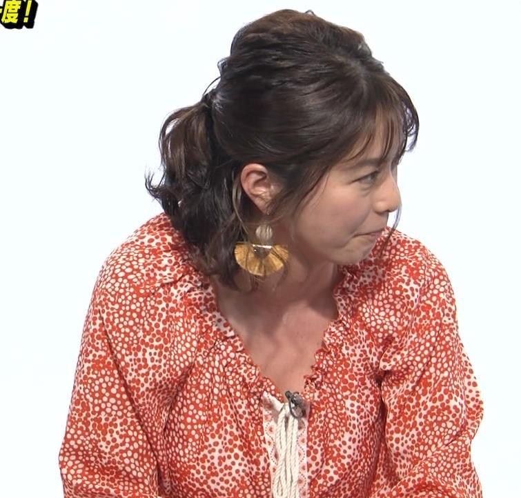 杉浦友紀アナ 胸の谷間チラキターーーー!!!GIFありキャプ・エロ画像3