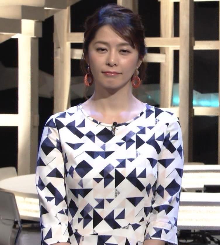杉浦友紀アナ 胸をつぶすお辞儀キャプ・エロ画像