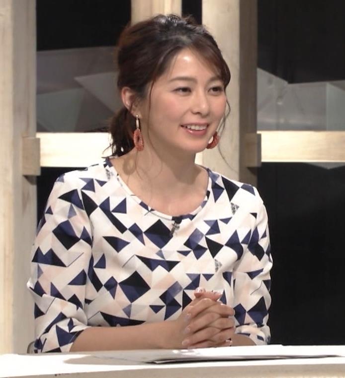 杉浦友紀アナ 胸をつぶすお辞儀キャプ・エロ画像6