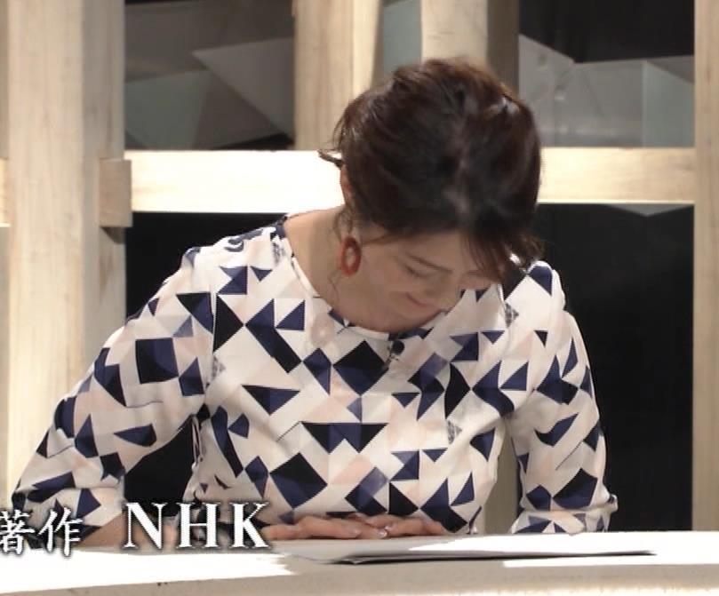杉浦友紀アナ 胸をつぶすお辞儀キャプ・エロ画像10