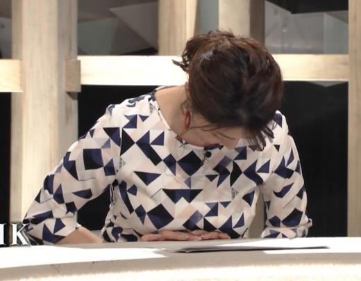 杉浦友紀アナ 胸をつぶすお辞儀キャプ画像(エロ・アイコラ画像)