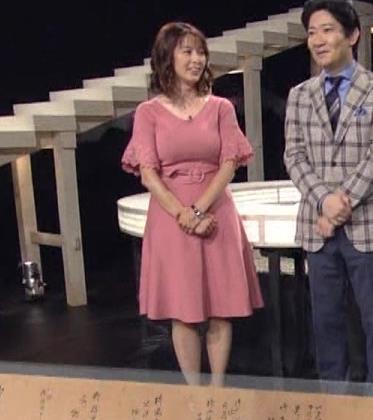杉浦友紀アナ 乳を見られるのが好きなんだろうねキャプ・エロ画像4