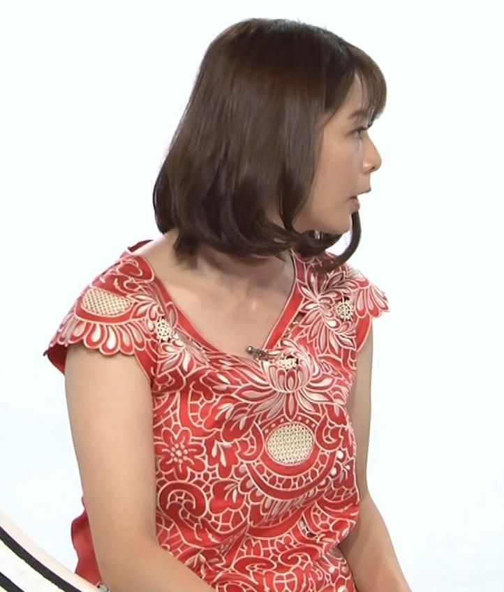 杉浦友紀 巨乳の下で腕を組むキャプ・エロ画像3