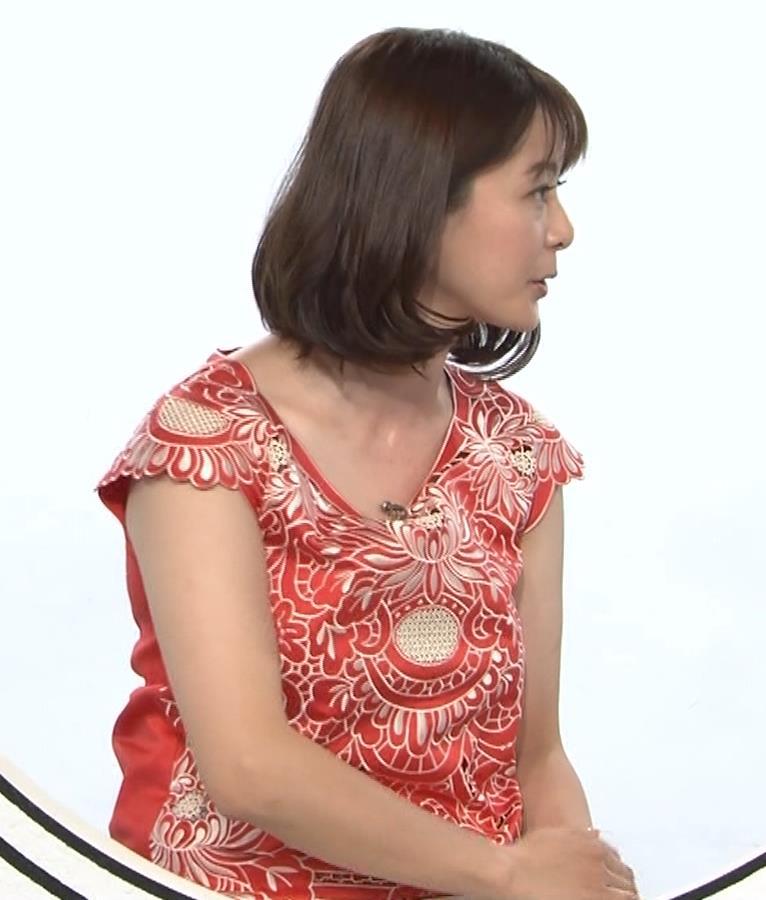 杉浦友紀 巨乳の下で腕を組むキャプ・エロ画像4