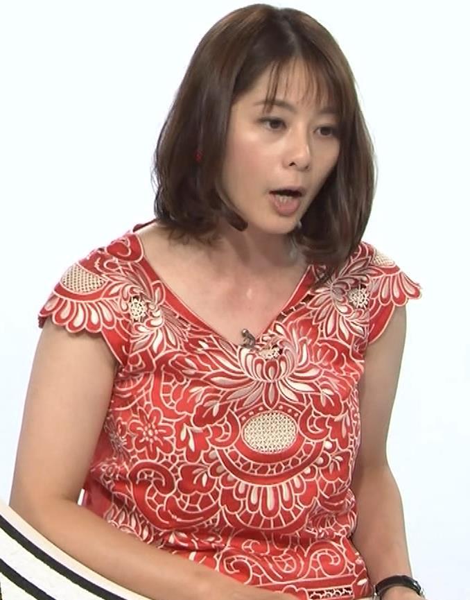 杉浦友紀 巨乳の下で腕を組むキャプ・エロ画像6