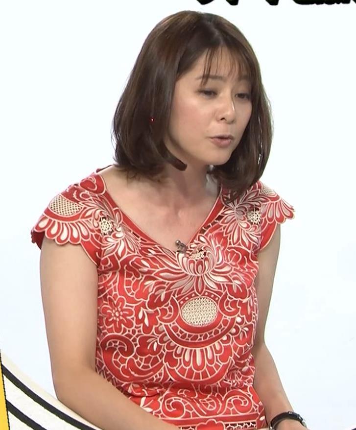 杉浦友紀 巨乳の下で腕を組むキャプ・エロ画像7