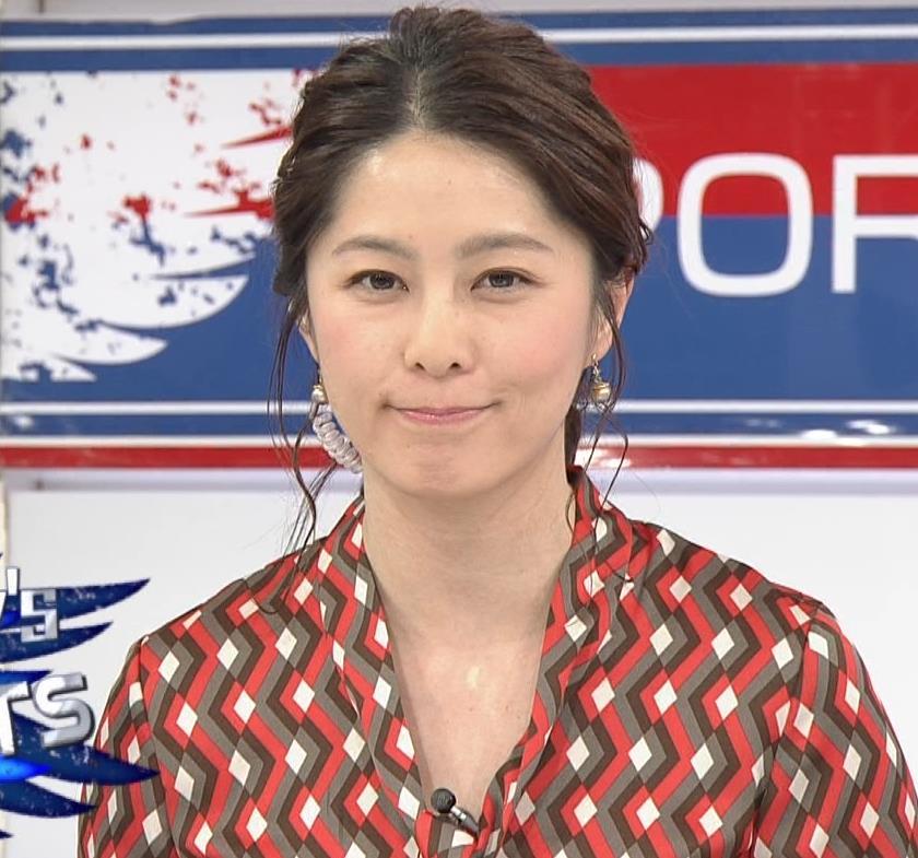 杉浦友紀アナ ゆったりシャツキャプ・エロ画像4