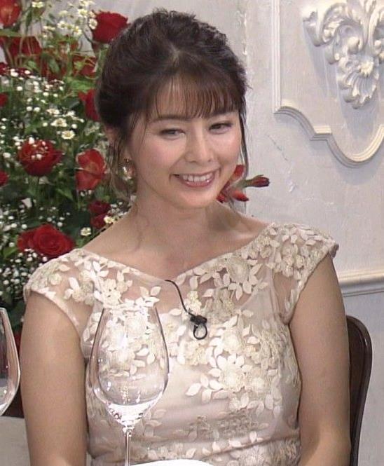 杉浦友紀アナ おっぱいがパンパンのドレスキャプ・エロ画像