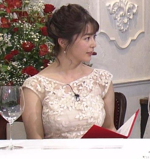 杉浦友紀アナ おっぱいがパンパンのドレスキャプ・エロ画像4