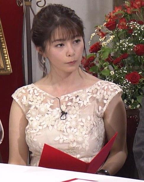 杉浦友紀アナ おっぱいがパンパンのドレスキャプ・エロ画像5