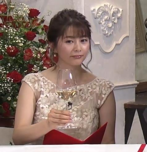 杉浦友紀アナ おっぱいがパンパンのドレスキャプ・エロ画像8