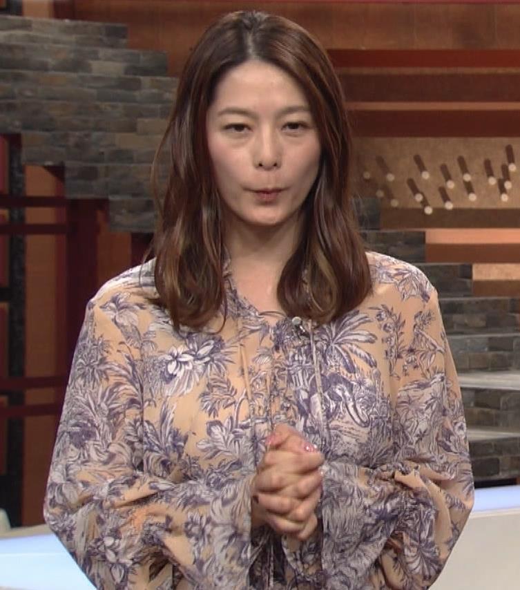 杉浦友紀アナ 爆乳が少しだけアピールキャプ・エロ画像
