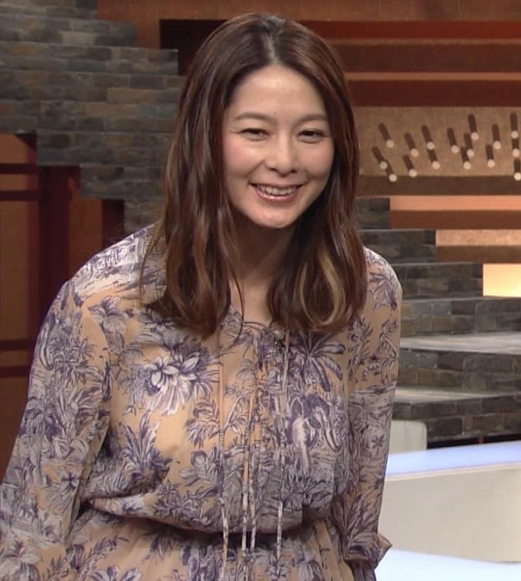 杉浦友紀アナ 爆乳が少しだけアピールキャプ・エロ画像3