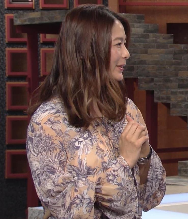 杉浦友紀アナ 爆乳が少しだけアピールキャプ・エロ画像4