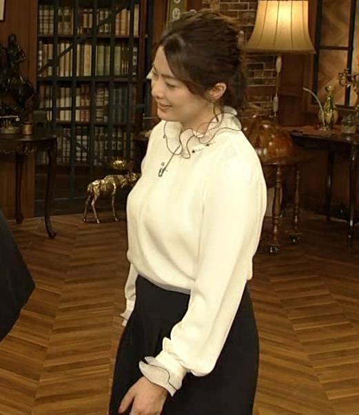 杉浦友紀アナ 垂れてそうな巨乳がエロいキャプ・エロ画像