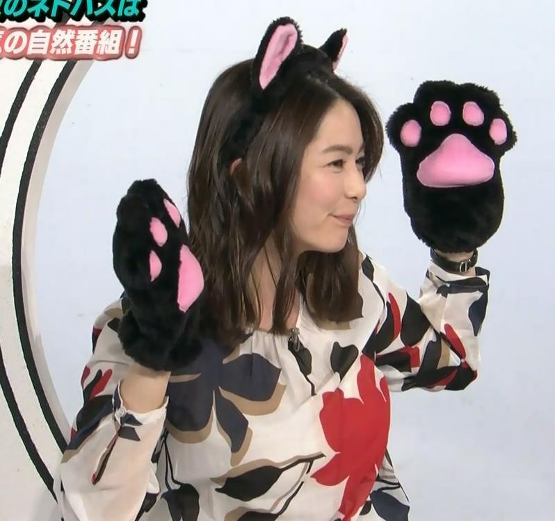 杉浦友紀アナ 35歳で猫耳つけてるキャプ・エロ画像3
