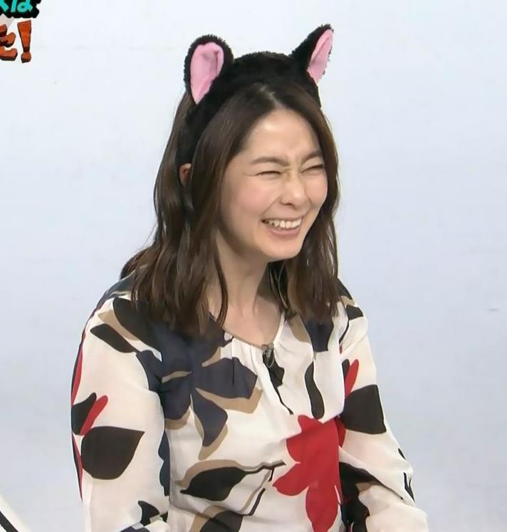 杉浦友紀アナ 35歳で猫耳つけてるキャプ・エロ画像4