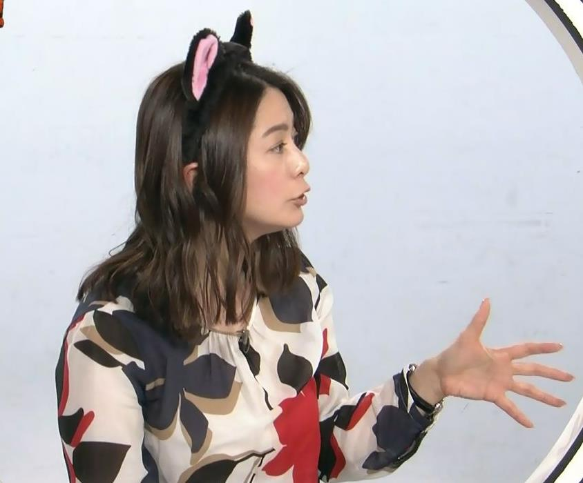 杉浦友紀アナ 35歳で猫耳つけてるキャプ・エロ画像5