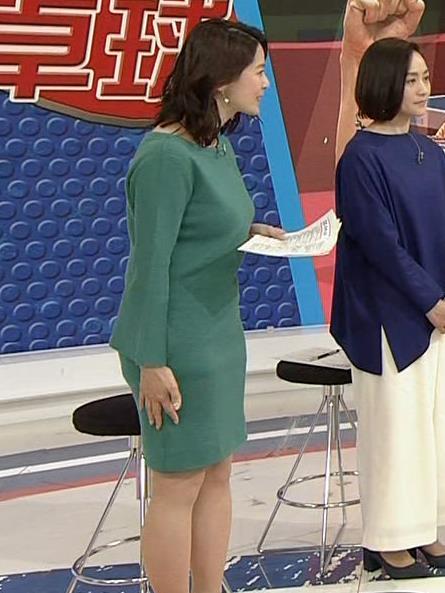 杉浦友紀アナ 横乳と生足キャプ・エロ画像11